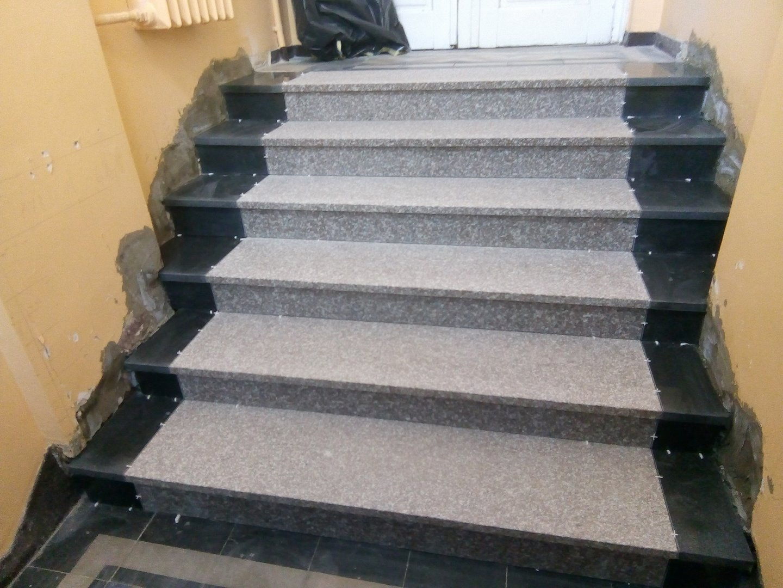 Remont schodów w budynku przy Wojska Polskiego