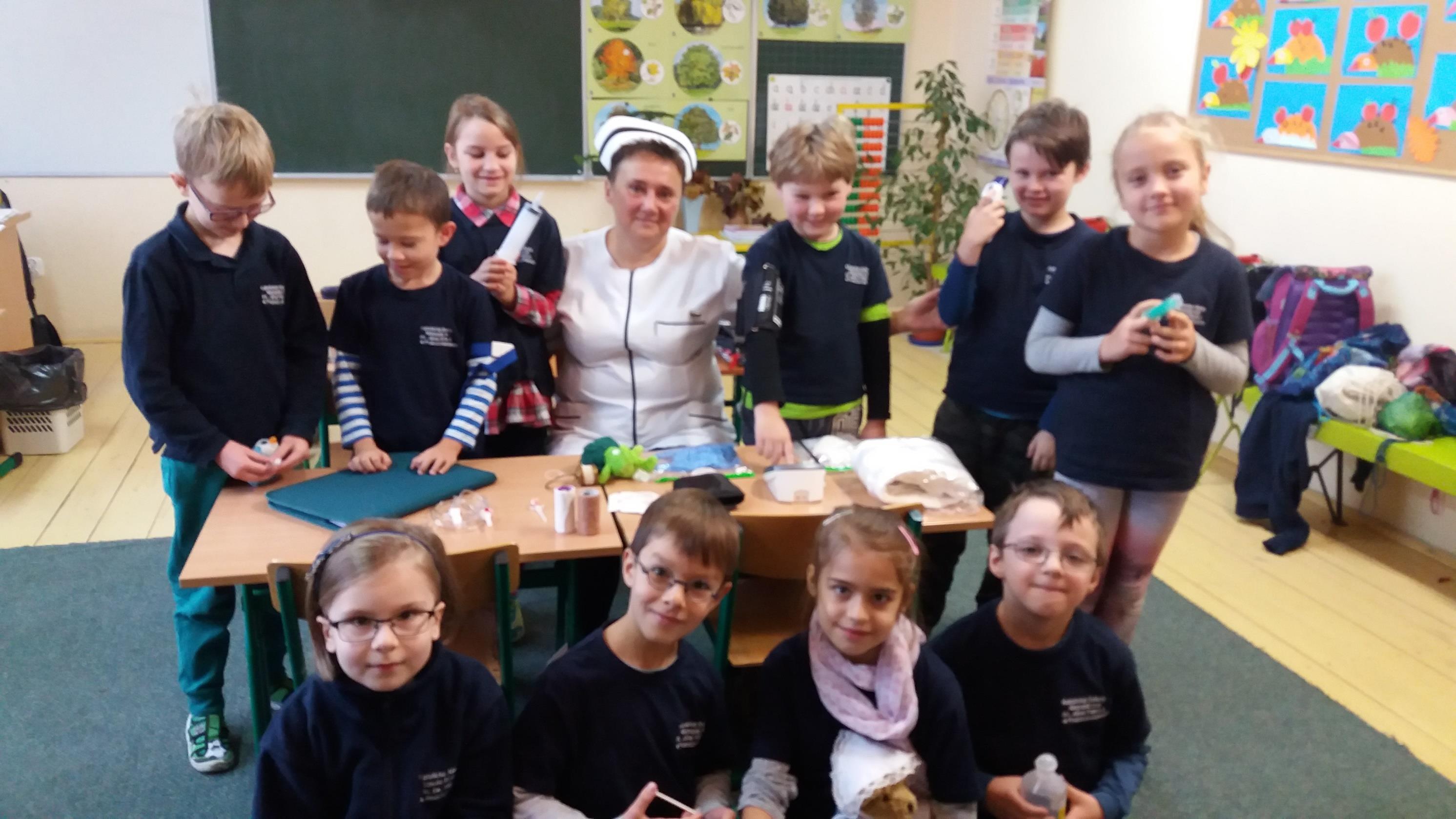 Wizyta pielęgniarki szkolnej w klasie II SP