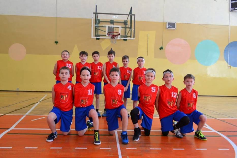 Wiktor wraz z drużyną koszykówki SNRRPK Bryza Pruszcz Gdański wygrali turniej finałow