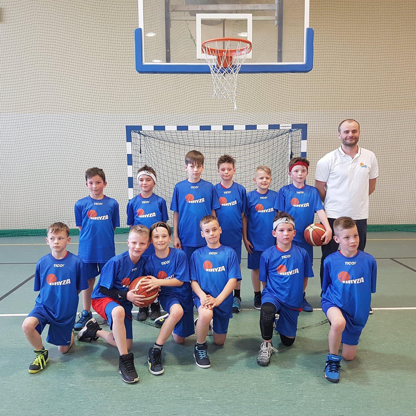 Wiktor Woronko uczeń klasy IV wraz z drużyną SNRRPK Bryza Pruszcz Gdański mi